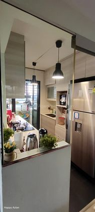 perfect kitchen ready with fridge n washer included in sale