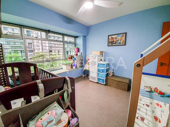 children room with minimal fixtures to accomodate for fast changing needs