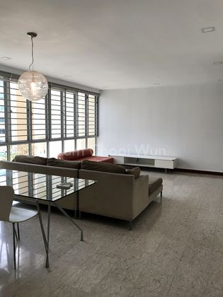 Spacious living / dining area