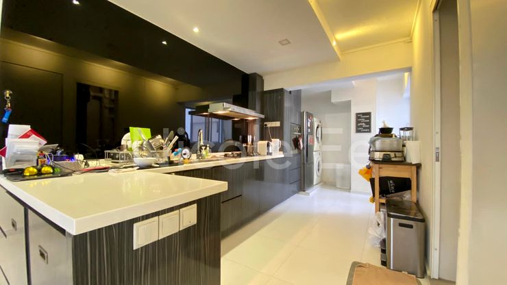 Tastefully renovated kitchen with breakfast table